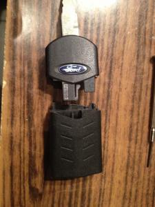 P.S. Для заказа нового выкидного ключа- оригинал форд. Батарейки в